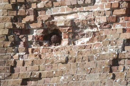 Fort Pulaski National Monument: Damage by union rifled cannons