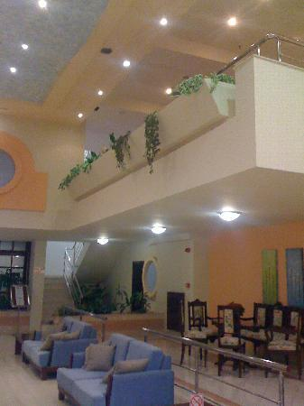Sirene Beach Hotel: Entrata dell'hotel