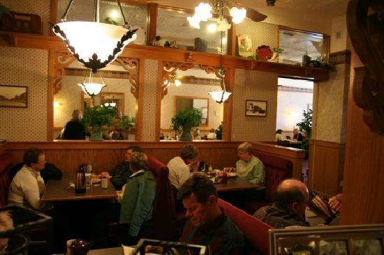 Traveler's Inn: Interior of Travelers Inn