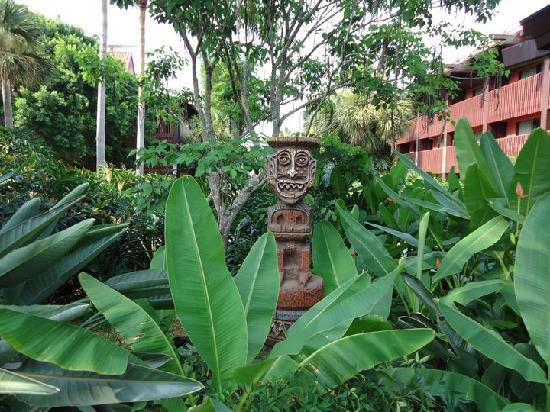 Disney's Polynesian Village Resort: Polynesian Grounds