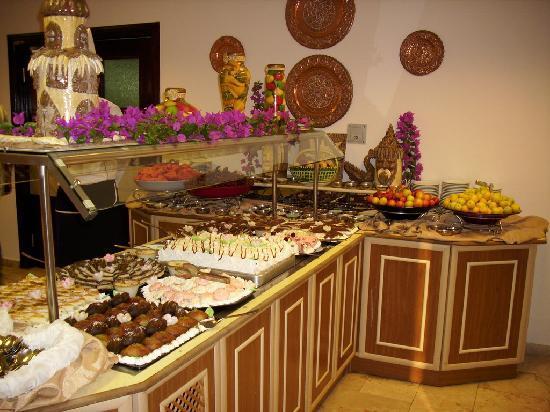 Club Hotel Titan: buffet im restaurant
