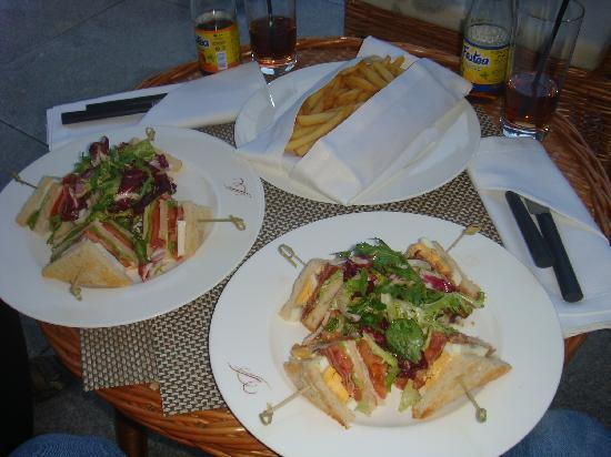 Vidago Palace Hotel: Sandwich-club at the Hotel's bar. Very very good service! very kind!