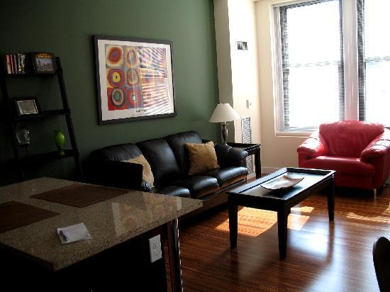 MDA Chicago City Apartments: Living area