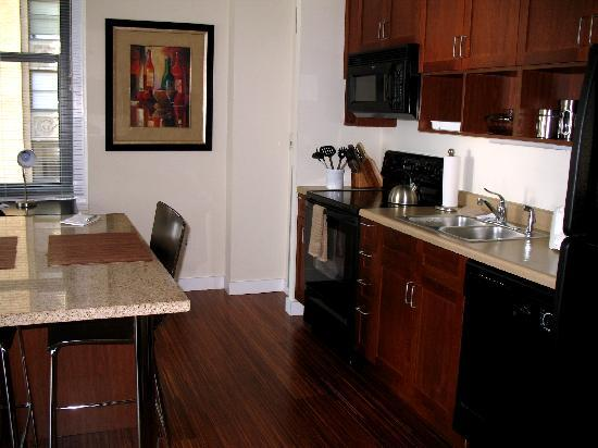 MDA Chicago City Apartments: Kitchen