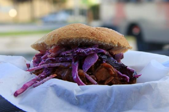 Macn Food Truck : Pork Sandwich with Apple Slaw