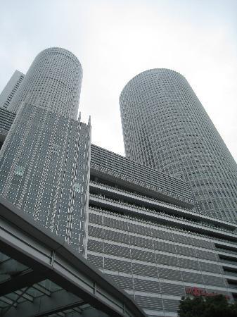 โรงแรมมาริออท นาโกย่า: Marriott Associa on the left building