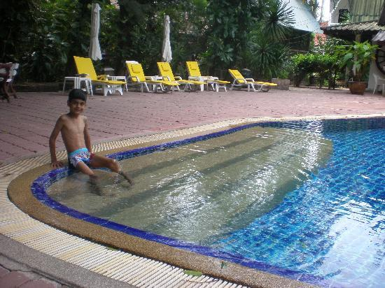 Tropica Resort and Restaurant: Pool