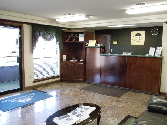 Americas Best Value Inn Forrest City: Lobby