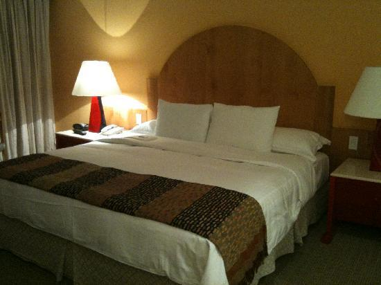 InterContinental Presidente Mexico City: big bed in a spacious room