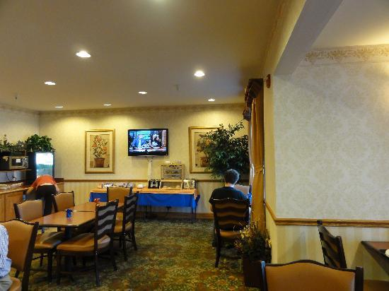 Country Inn & Suites by Radisson, Manteno, IL: Breakfast area