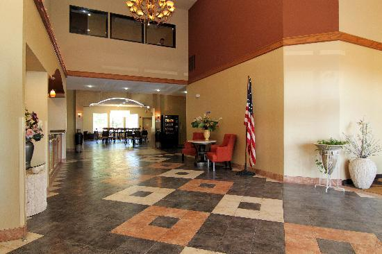 Comfort Inn & Suites Burnet: We strive to exceed your every expectation starting from the moment you walk into our lobby.