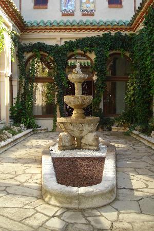 Hotel Balneario Vichy Catalan : patio de la capilla
