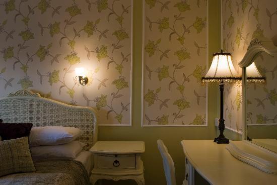 Falcon Hotel: Deluxe Bedroom