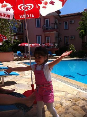 Hotel Garden of Eden: the owners lovely little girl