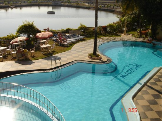 Maizons Lake View Resorts: pool view from room