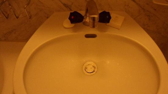 Hotel Diplomate: Bathroom sink as described in text