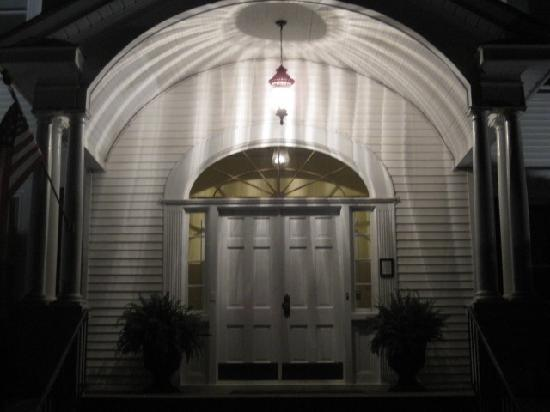 Walnut Lane Inn: they left the light on for me