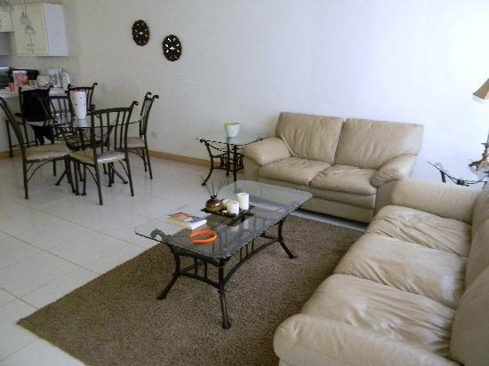 Sapphire Garden Townhouses: Living room