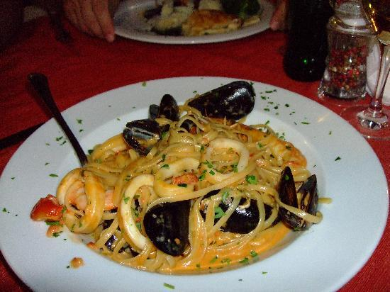 Taverna Nikolas Restaurant: Seafood Linguine
