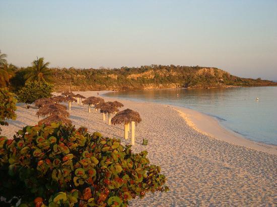 Sol Rio de Luna y Mares: The beach at sunrise from the gazebo