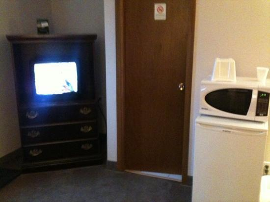 Travellers Inn Hanover : tv, fridge, microwave