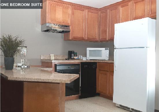 Hawthorn Suites by Wyndham Los Angeles: One Bedroom Kitchen