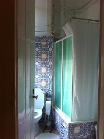 Pensao Sao Joao da Praca : private bathroom - double room