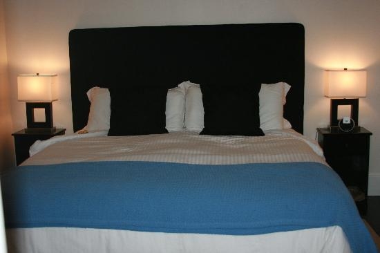 The Platinum Pebble Boutique Inn : The most comfortable bed!