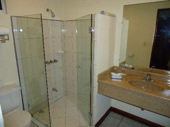 Parador Resort and Spa: nice bathroom