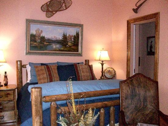 The Manor at Twin Oaks Bed and Breakfast: SunDown