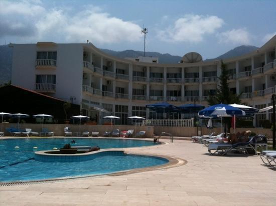 Hotel Sempati: another glorious day round the pool