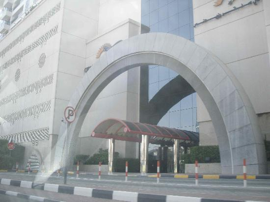 Deira City Center Shopping Mall: One of the many entrances to the Mall