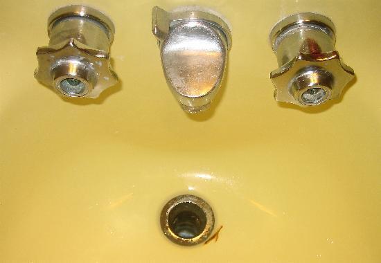 Oceanview Motel: bathroom sink