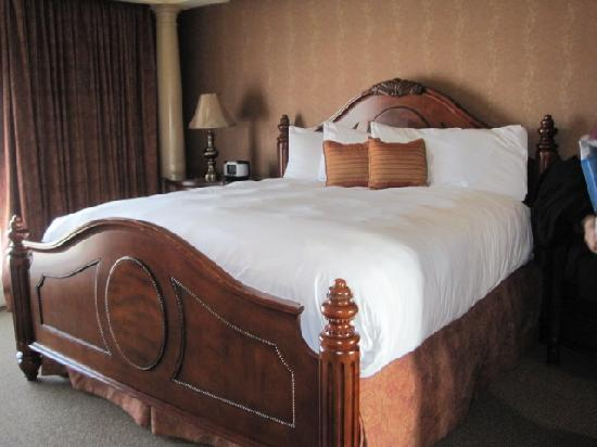 Heritage Hills Golf Resort & Conference Center: Master Suite Bed