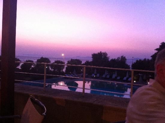 Amathus Elite Suites: Sunset from Taverna