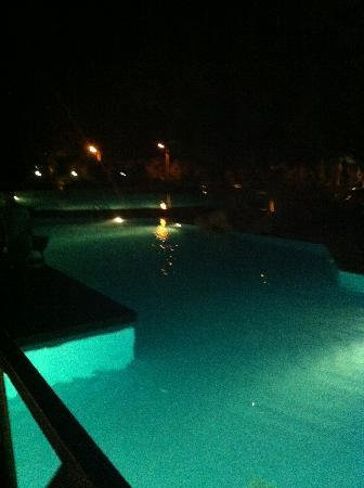 Amathus Elite Suites: Pool at night