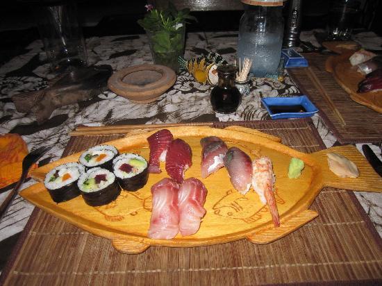 Paradise Beach Bungalows: sushi!