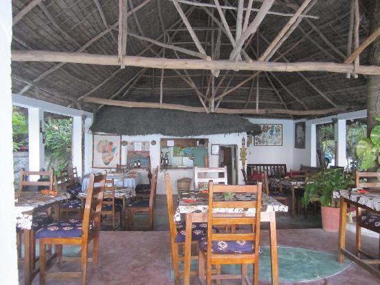 Paradise Beach Bungalows : dining area