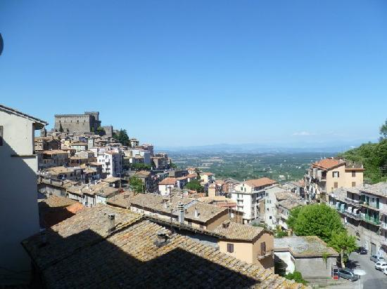 Soriano nel Cimino, Italien: View from the balcony of our apartment in Soriano.