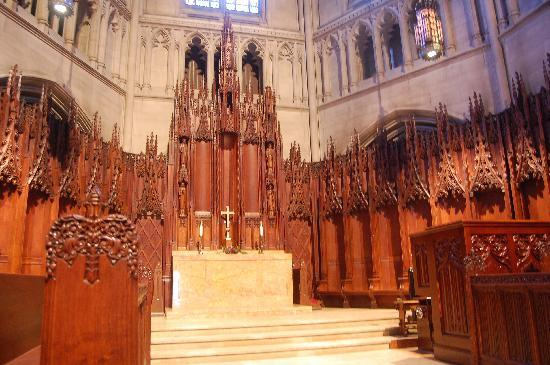 Heinz Memorial Chapel : Beautiful Oak Carvings Throughout