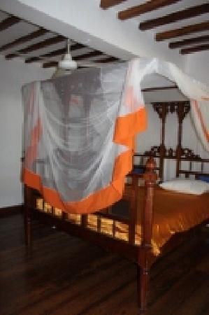 Panga Chumvi Beach Resort: Traditional Swahili Bed