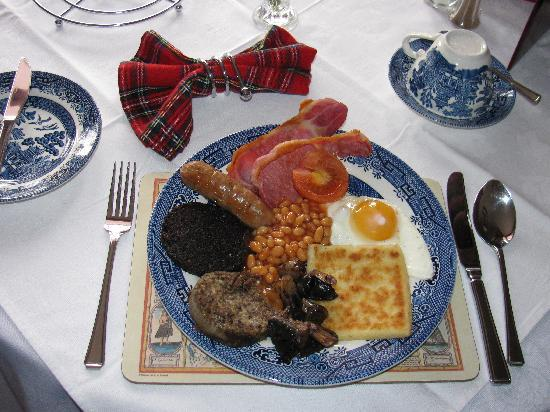 Almond Villa Guest House: Our hearty full Scottish breakfast