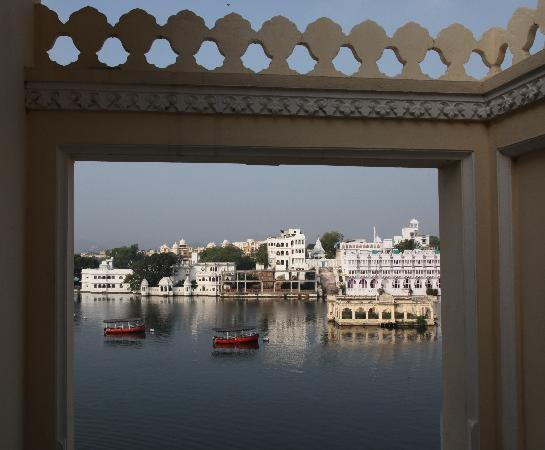 Hotel Aashiya Haveli: Aashiya Haveli lake view