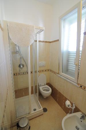 Il Giglio Bianco: Washroom