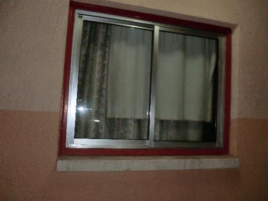 Anthea Hotel Apts: Window, dirty curtains and damp in the room!