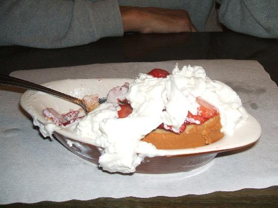 Pismo Fish & Chips & Seafood Restaurant: Strawberry Shortcake
