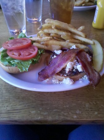 Bert & Ernie's Tavern and Grill: buffalo burger
