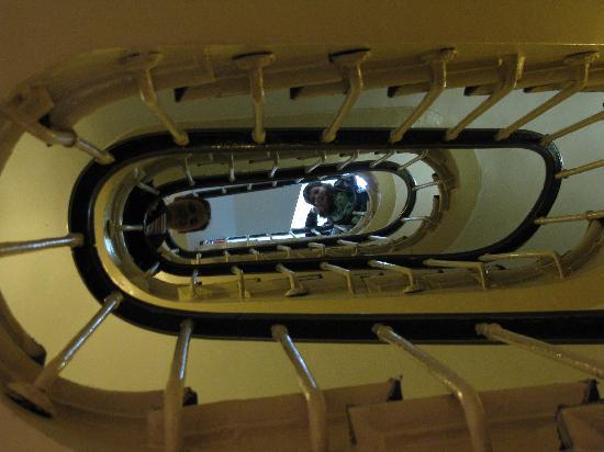 โฮเต็ล นอร์ เอ ชองปาญ: Stairs in Nord et Champagne