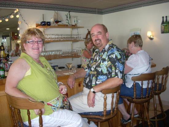 The Sunset Lounge at the Boothbay Harbor Inn: This reviewer at the bar at Windows on the Harbor