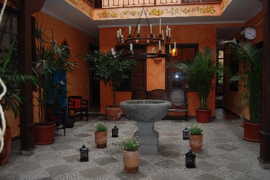 Hotel Casa del Aguila: courtyard entrance